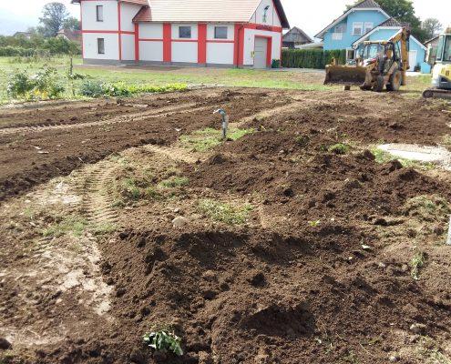 Grobo planiranje za vrt in zelenico v okolice novogradnje