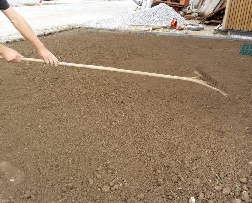 Izravnava terena z tampon peskom in zemljo