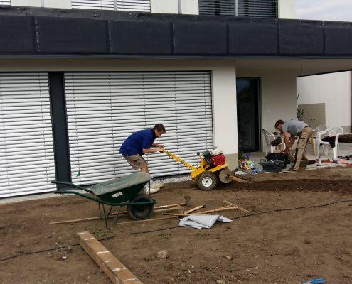 Strojno kopanje jarkov za namakalni sistem