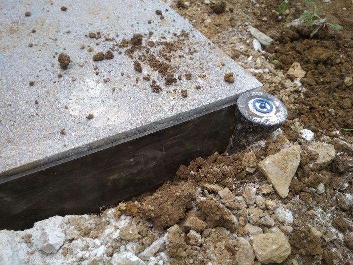 Za boljšo rast trave moramo preprečiti betonu da pije vodo travi
